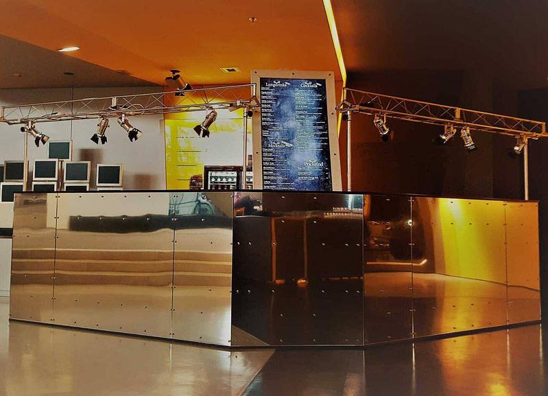 verspiegelte mobile Cocktailbar zum mieten mit bis zu 6 Barkeepern für ausgezeichneten mobilen Cocktailservice