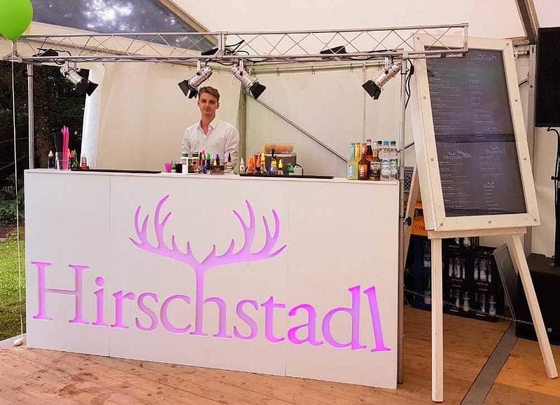 Für Hochzeit mobile Coktailbar mieten mit Barkeeper und einem ausgezeichneten Servicepersonal